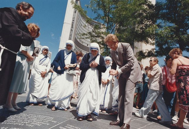 Father Lombardi and Mayor Art Eggleton greet Mother Theresa in 1986
